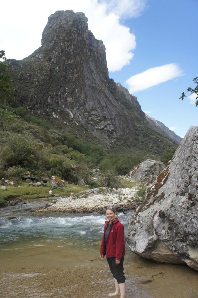 Petite pause bain de pieds dans la rivière