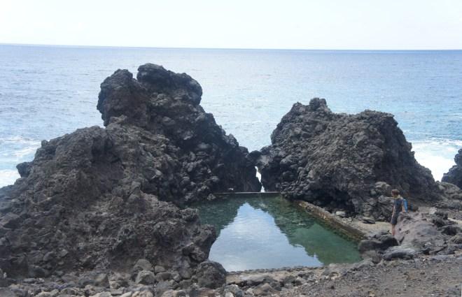Une des nombreuses piscines qui parsèment les côtes de l'île