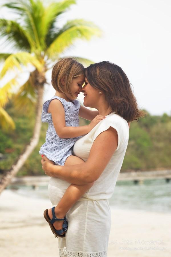 Seance grossesse en famille a la plage Martinique 1