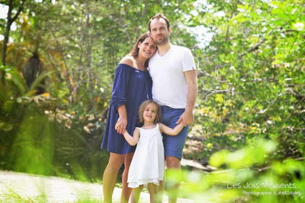 Seance grossesse en famille a la plage Martinique 37