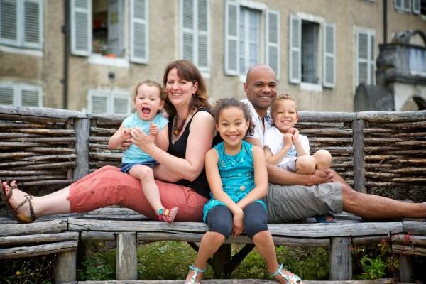 seance-photo-famille-dans-la-ville-de-pau-33