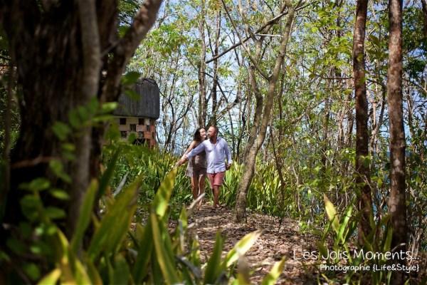 Seance grossesse dans des friches de Martinique 12