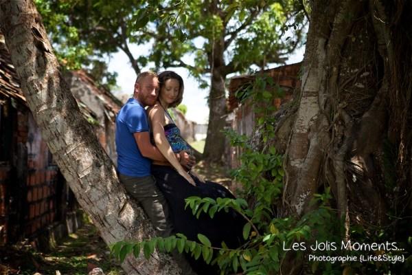 Seance grossesse dans des friches de Martinique 22