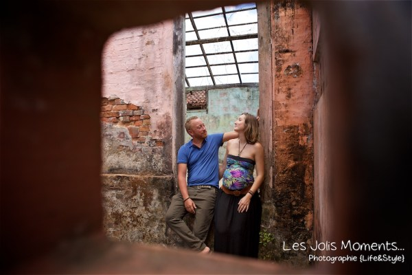 Seance grossesse dans des friches de Martinique 23