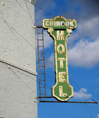 Old Chinook Hotel Sign