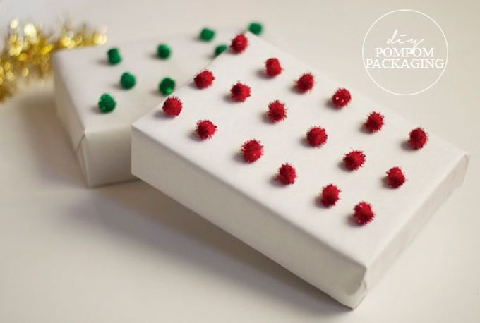 DIY Pom pom gift wrap Christmas