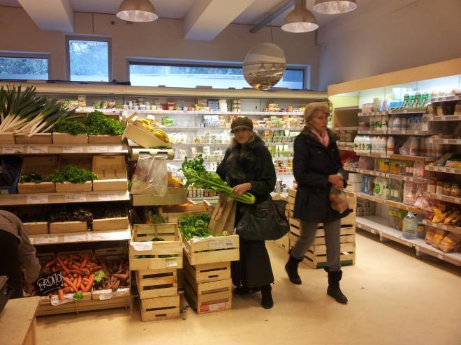 Shopping at Naturalia...