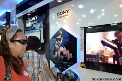 Wifey trying out Sony's 3D TV at Sony Centre in Abreeza Mall. In one word: amazing!