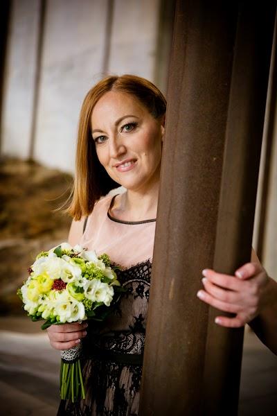 porocni-fotograf-wedding-photographer-poroka-fotografiranje-poroke- slikanje-cena-bled-slovenia-koper-ljubljana-bled-maribor-hochzeit  (1).jpg