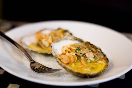 Pocherede, smørsmagende østers på fransk bistromaner på Tire Bouchon