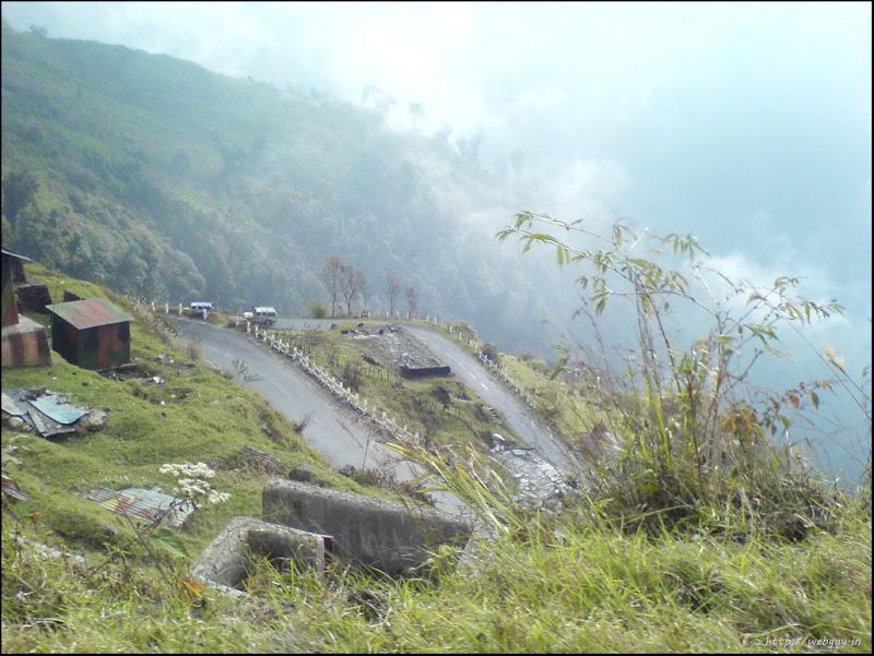 The snaking roads - Gangtok