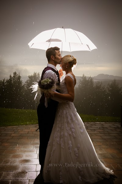 porocni-fotograf-destination-wedding-photographer- bride-groom-slovenija-ljubljana-zenin-nevesta-poroka-fotografiranje-poroke-bled-slovenia- hochzeitsreportage, hochzeitsfotograf,hochzei (43).jpg