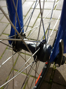 XT Centrelock front hub gives the ability to reuse the wheel set in disc-brake frames.