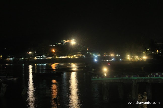 menikmati malam di pelelangan ikan pelabuhan ratu