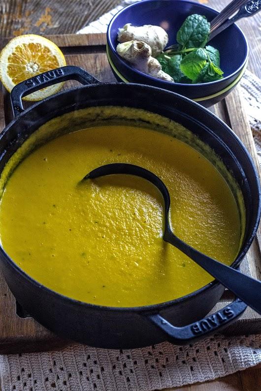 Gulerodssuppe med ingefær, appelsin, mynte og citrongræs - Mikkel Bækgaards Madblog.jpg