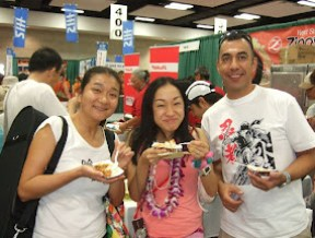 Checking out the Zippy's Chili at the Honolu Marathon Expo.
