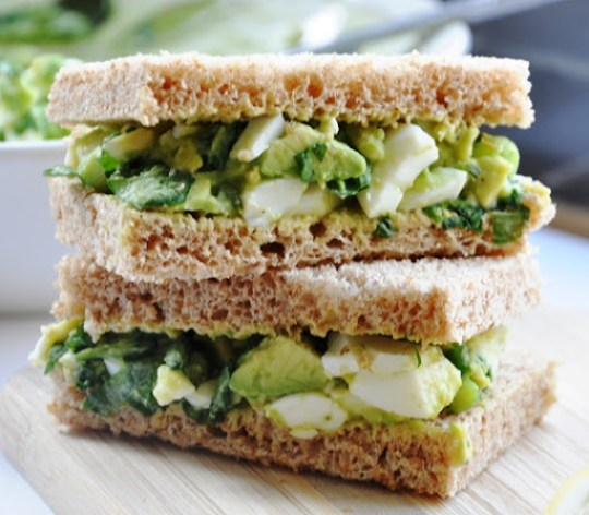 avocado egg salad sandwich 070