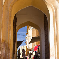 arched entrance to the Amber fort in Jaipur - Canon T2i