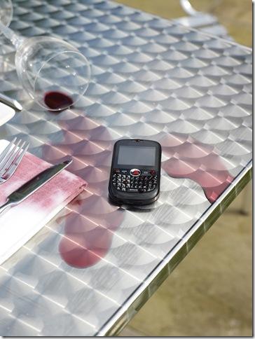 Phone_WineSpill2_RGB