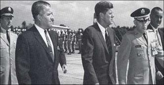 Von Braun (izquierda) y Kennedy (derecha)
