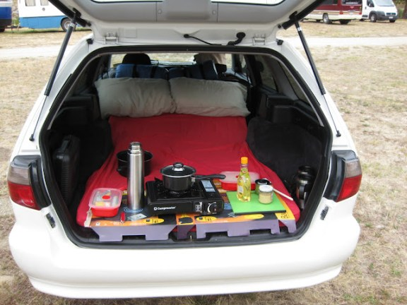 Campervan equipment: Station wagon with custom fit mattress