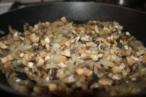 Filety z kurczaka z pieczarkami zapiekane z serem polska pieczone latwe kurczak i drob danie glowne codzienne  przepis foto