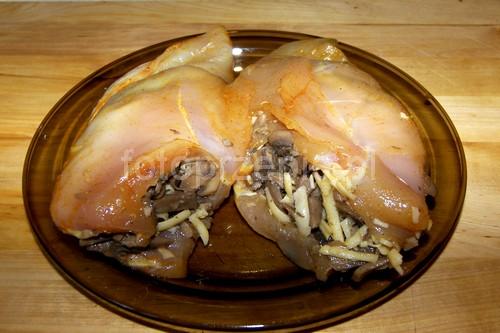 Drobiowe kieszonki nadziewane serem z pieczarkami