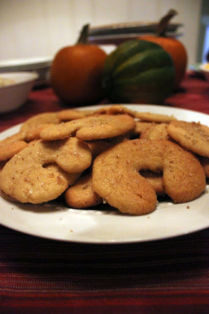 Celebrating Martinmas - Martinshörnchen Cookies