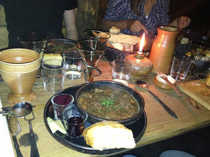 Güveç tabağı ve ortaçağ yemek takımı :)