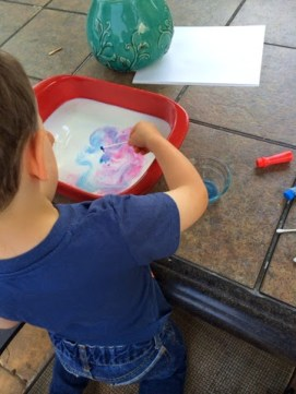 Combine science and art with this awesome experiment, and make some marbled milk paper with the finished product! It's magic!