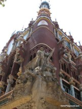 Impressive Buildings in Barcelona-1.JPG