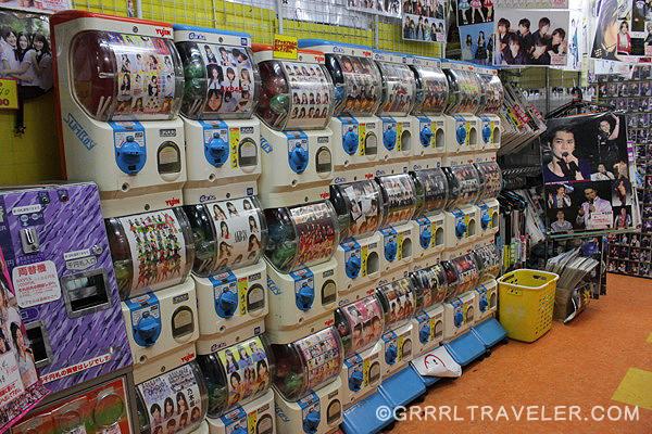 harajuku photos, idol shops, j-rock stores, where to buy j-rock posters in japan, must-see tokyo, tokyo fashion, japanese idol stores, popular japanese bands, harajuku stores