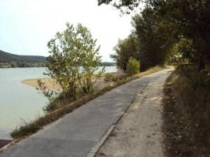Radweg in Ungarn an der Donau