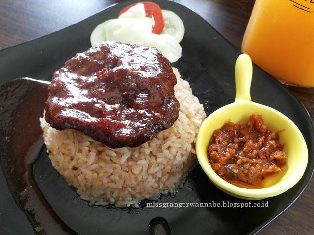 nasi-goreng-kornet-sambal-waroeng-mee-bsd