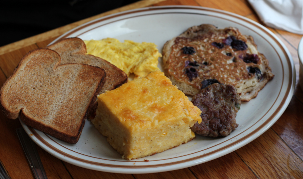 breakfast-with-cheesy-grits-and-blueberry-pancakes