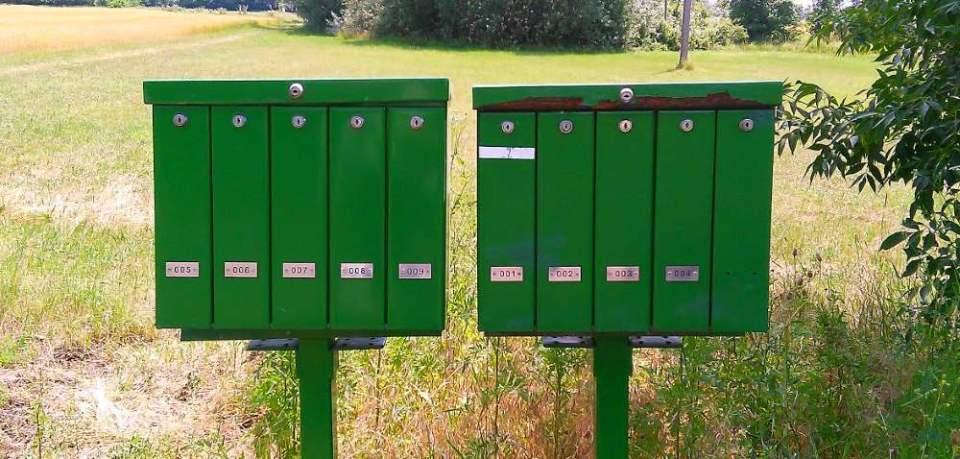 Útszéli postaládák a mindszenti tanyavilágban ((a szerző fotó-jegyzete 2015 nyarán)