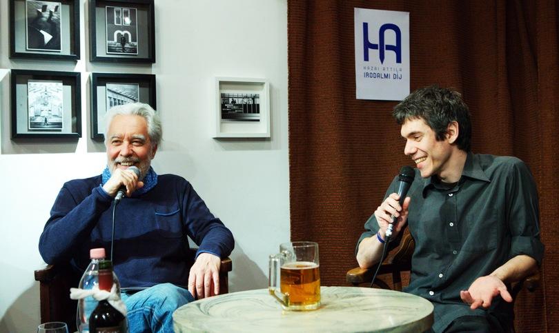 Németh Gábor kérdezi Bartók Imrét a díjátadón. Fotó: Dobó László