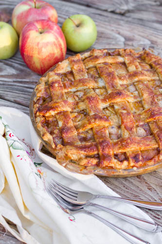 Salted Caramel Apple Pie // LickMySpoon