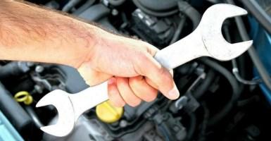 5 tips antes de que saltes a hacer una reparación mayor de tu auto