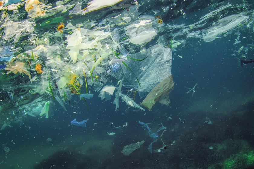LIFE-for-FIVE-Plastik. Unterwasser Bild von Plastik im Meer.