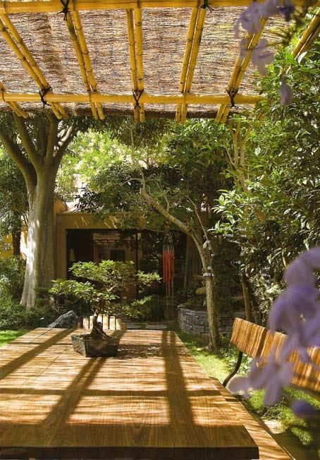 бамбуковый навес на даче