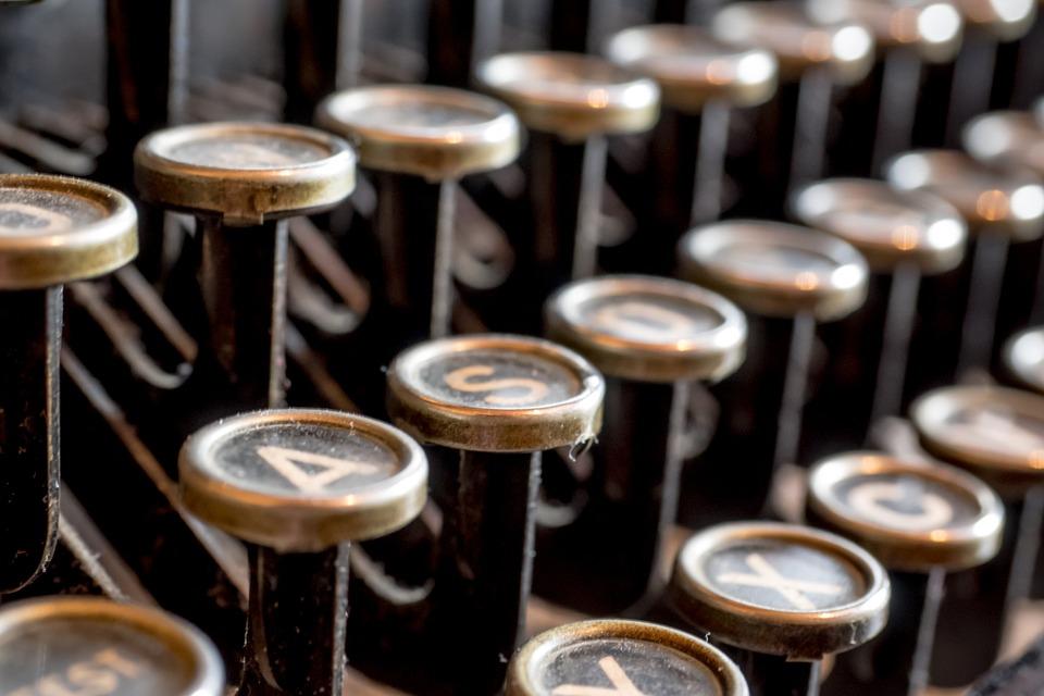 typewriter-585000_960_720