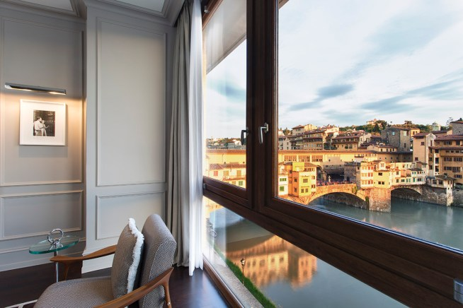 lungarno-collection_portrait-firenze-guestroom-view