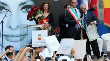 Sophia Loren e il sindaco di Napoli Luigi De Magistris