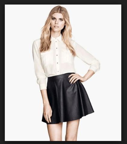 Look più moderno, camicia bianca su gonna in ecopelle