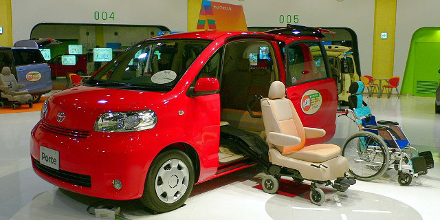 Toyota_Porte(2005 welfare spec) photographed in MEGAWEB