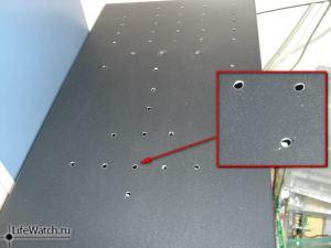 Для лучшего оттока горячего воздуха в крышке корпуса были просверлены дополнительные отверстия.