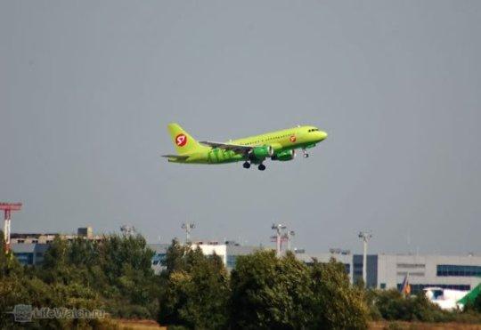 Зеленый самолет