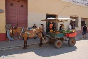 Продажа фруктов с повозки. Тринидад