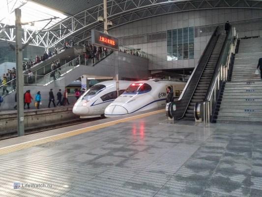 Скоростные поезда на вокзале Шанхая